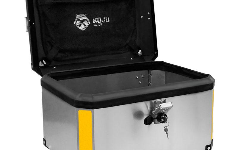 Maletero en aluminio 47L casco y medio para moto color aluminio reflectivo amarillo con organizador de tapa Koju Motos 1